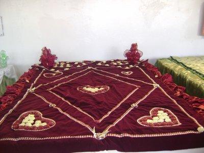 couvre lit traditionnel alg rien notre porpre production blog de assalamoda. Black Bedroom Furniture Sets. Home Design Ideas